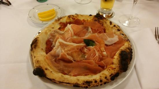 Trattoria pizzeria al Senato: Pizza Stracciata buonissima!