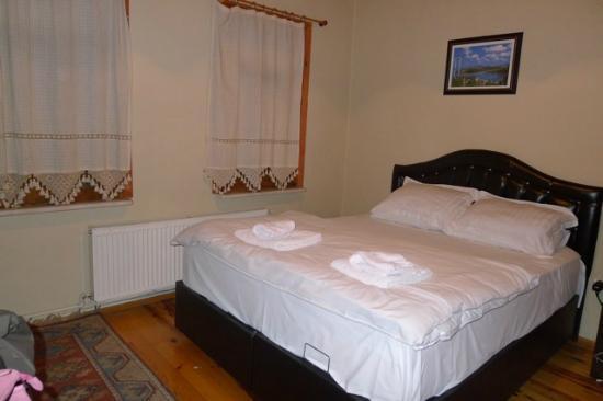 Flamingo Apart: Master bedroom