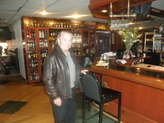 Golden Harvest Restaurant: the bar area