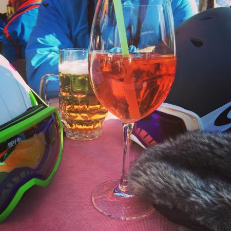 Schmuggleralm : A welcome Aperol après ski