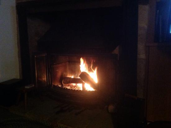 Oddington, UK: Cosy night by the fire