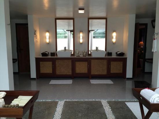 Carnoustie Ayurveda & Wellness Resort: Villa Bathroom