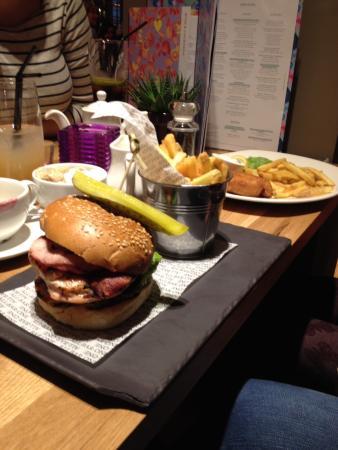 All Bar One York: Yummy burger