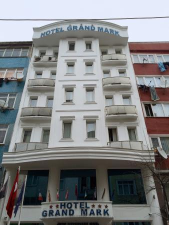 Grand Mark Hotel: Вид отеля с улицы