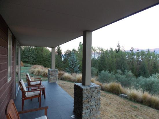 Amuri Estate Retreat: Lanai outside bedroom overlooking the Hanmer Springs valley.