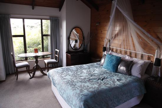 Grafton Cottage and Chalets: the room