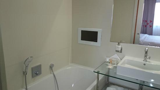 Hotel Continental: Bathroom