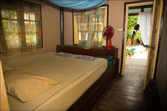 Haad Chao Phao Bungalows & Hostel