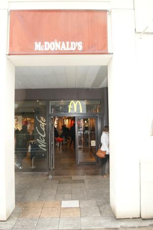McDonald\'s, 10 Avenue du General de Gaulle, Версаль, Франция ...