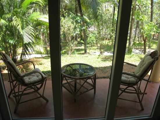 Vishram Village: Terrasse devant la chambre