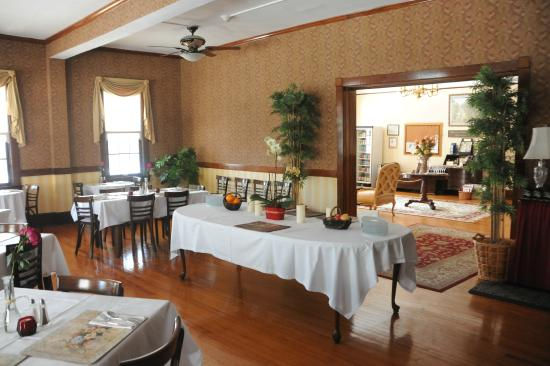 Spring Lake Inn: Breakfast Room