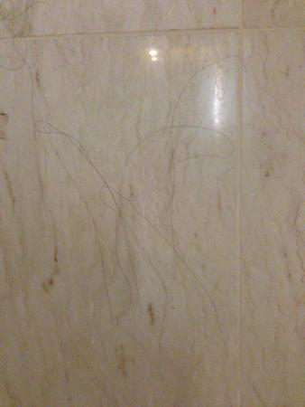 hair in the barth room for two nights no clean out picture of rh tripadvisor com