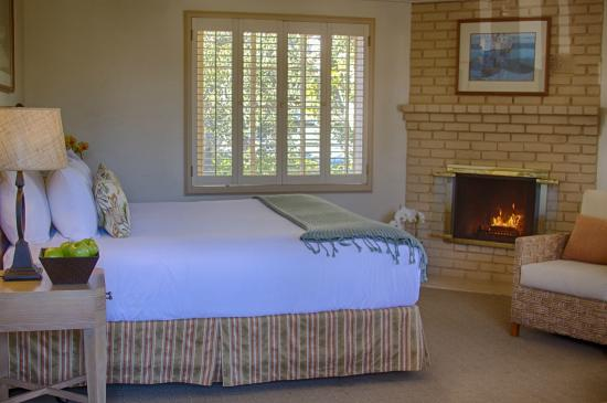 Carmel Lodge: Premium King Room with Fireplace