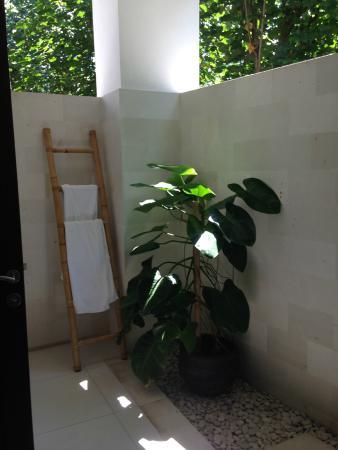 Palm Garden Amed Beach & Spa Resort: Our bathroom
