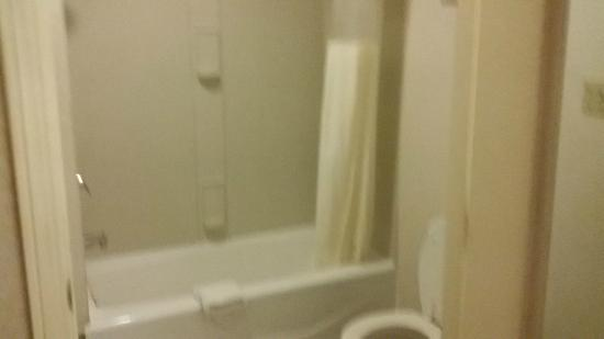 San Francisco Inn: Washroom
