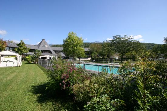 Quality Hotel Le Cervolan Chambery - Voglans : Parc&Piscine