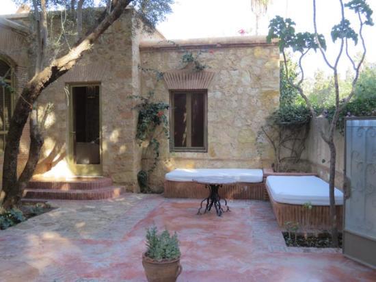 La Gazelle d'Or : Our front patio