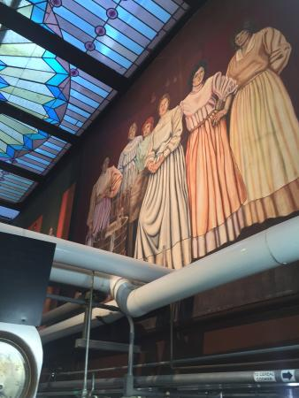 D.G. Yuengling and Son Brewery : Mural honoring the women that used to wash the bottles