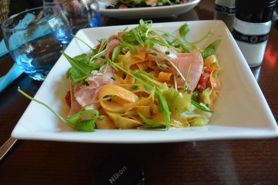 Cafe Cosi : Fettucine com presunto parma e pimentões