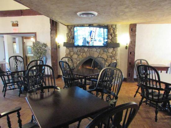 The Aurora Inn Hotel & Event Center : Breakfast area
