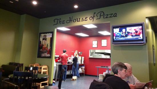 House of Pizza: Open kitchen - always clean