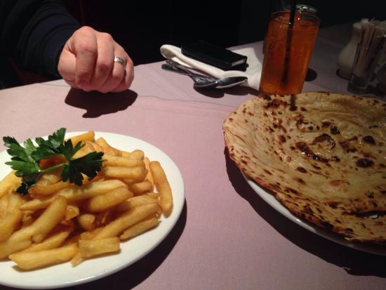 Priyas Palace: Canny beat good chips and breads