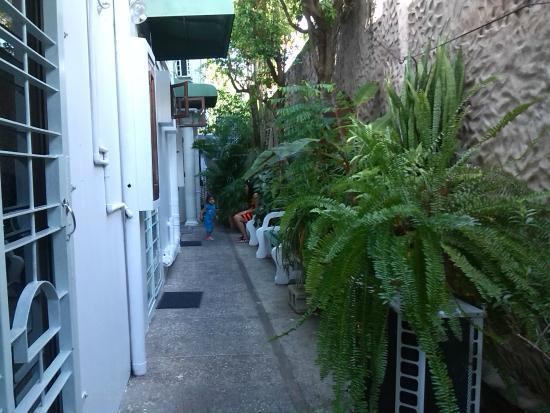The Allamanda: pasillo hacia las habitaciones