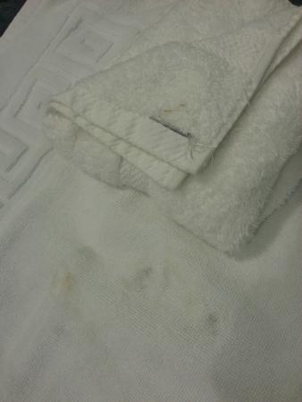 "Laguna Hotel: ""Clean Towels"" in second room"