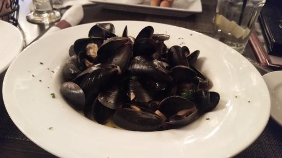 Lombardo's Pizza and Pasta : Mussels