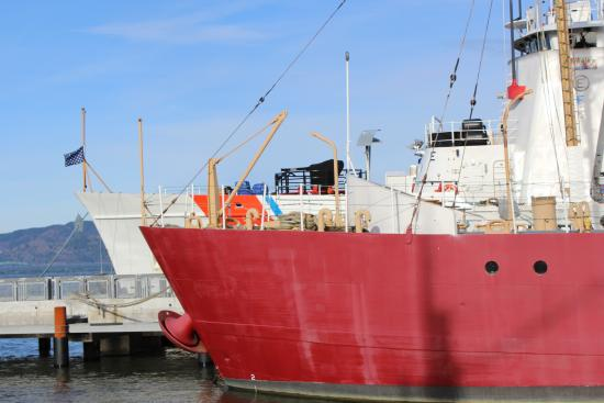 Columbia River Maritime Museum: Tankers on the water
