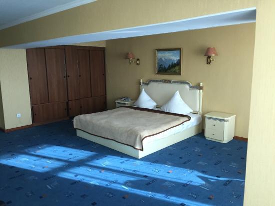Hotel Shymkent: Room - uncomfortable bed