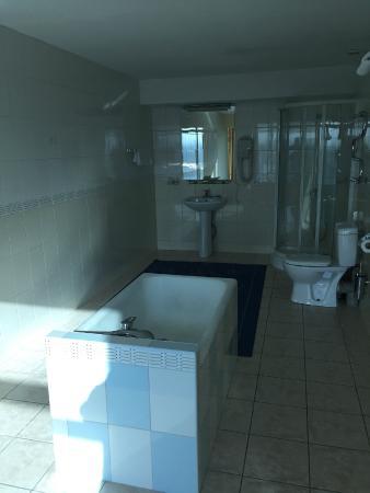 Hotel Shymkent: Bathroom