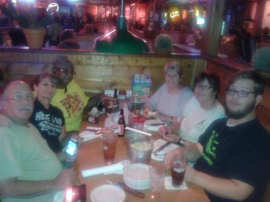 Texas Roadhouse: Fun time with Friends accompanied by great food!