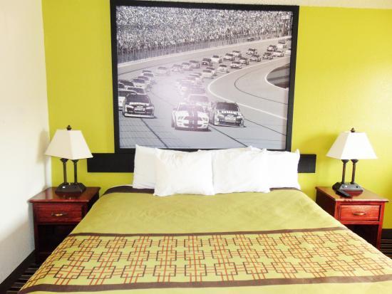 Super 8 South Boston VA: Guest Room