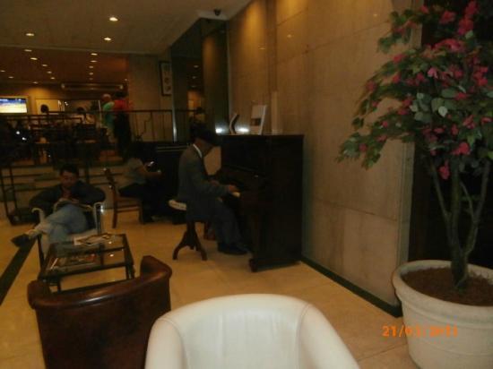 Hotel Europa: Por las mañanas y a la nochecita, un Sr. toca el piano, es muy agradable