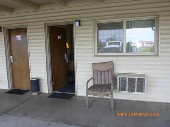 Hub Motel: Front