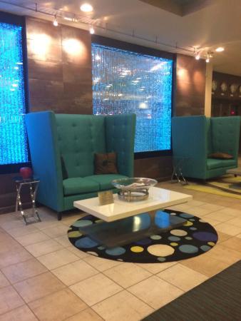 Holiday Inn Hotel & Suites Salt Lake City-Airport West: Lobby (deceivingly swanky)