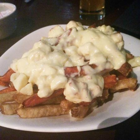 Beacon Harbouside Restaurant: Lobster Poutine