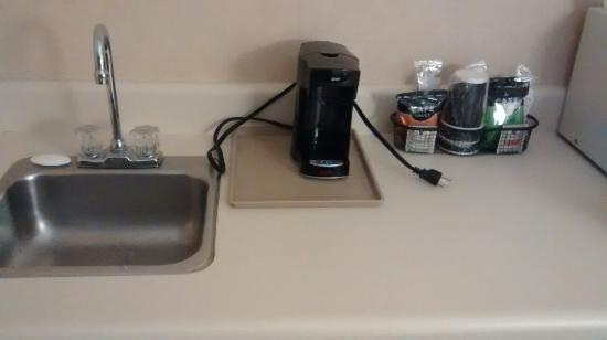 Quality Inn & Suites : Convenience Mini Kitchen Sink