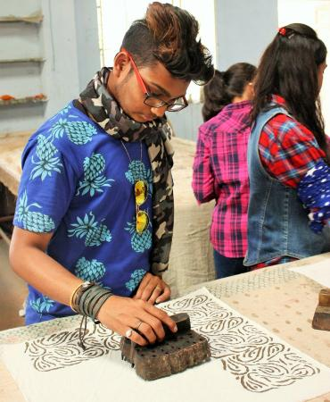 Craft Study Tour By Fashion Designing Students From Nift With Jai Texart Doing Hand Block Prin Picture Of Jai Texart Day Classes Jaipur Tripadvisor
