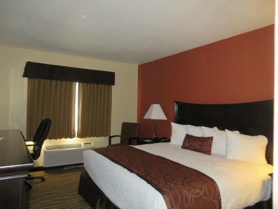 Best Western Plus Corning Inn : King size bed