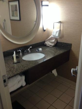 Doubletree by Hilton Hotel Birmingham: Bathroom