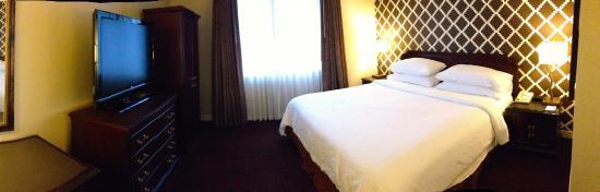 Embassy Suites by Hilton Syracuse: Bedroom suite