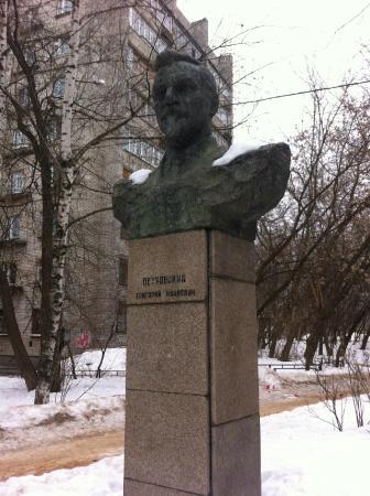 Petrovskiy Statue