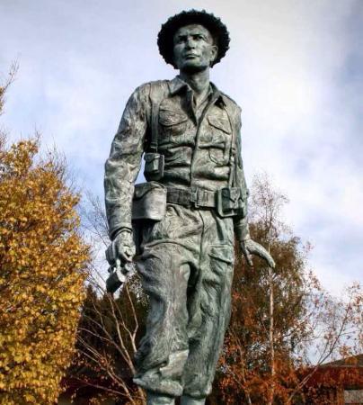 Charles Upham. VC. Statue, Amberley