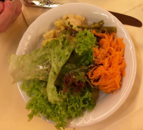Hotel Gasthof Obermair: There is a salad bar during the dinner