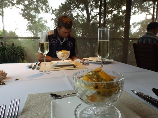Macleay Island, Australia: Beautiful table setting on the veranda and our first course