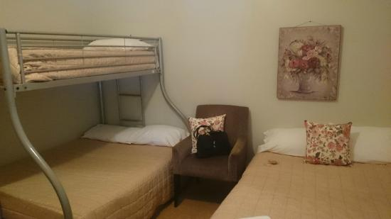 Abermain Hotel: 2 double beds and a single