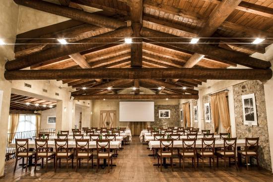 Borgo Machetto: sala magenta