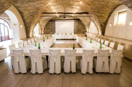 Borgo Machetto: sala rossa